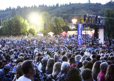 Ironstone Amphitheatre - crowd